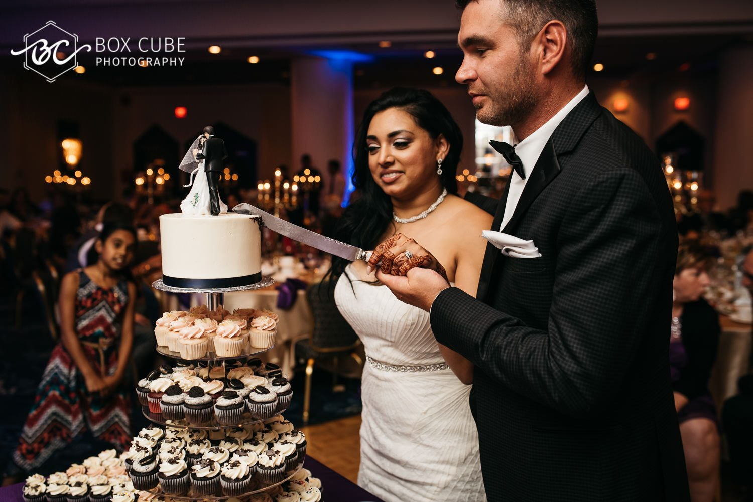 edmonton wedding venue cutting the cake photo