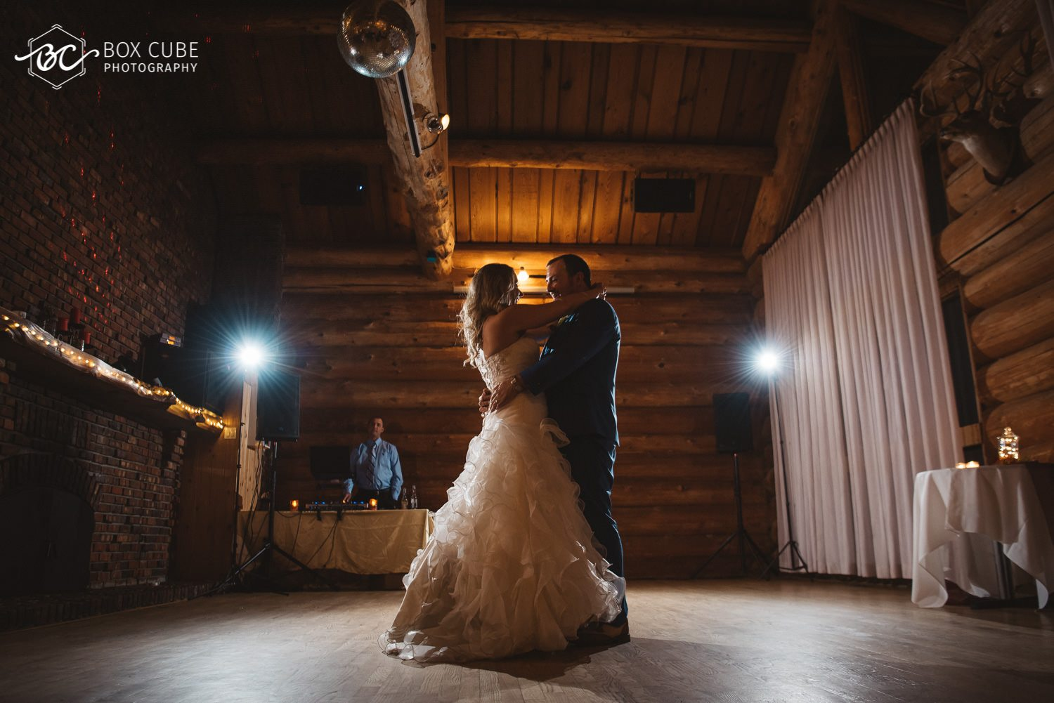 edmonton wedding venue country lodge first dance photo